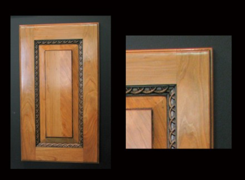 Cabinet Door with Rings molding