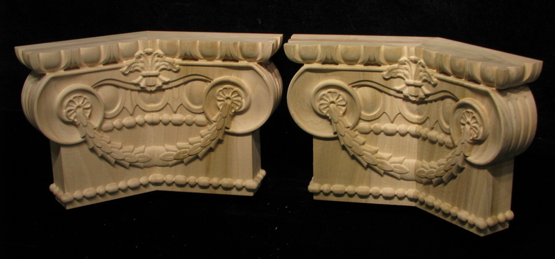 Ionic Capital with Wreath for corner
